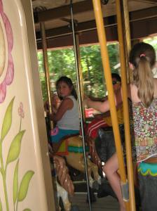 This horse ride is quite different from the one Lili has ben enjoying the last few weeks during her riding lessons.